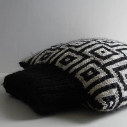 jacquard black and white squares to knit