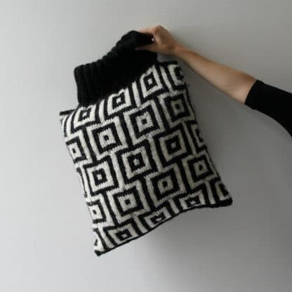 handknitted jacquard cushion with knit pattern to download