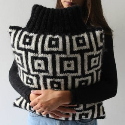 knit pattern to download for a black and white cushion