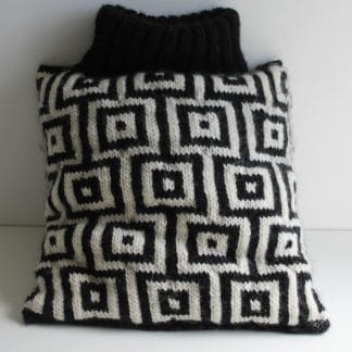 knit pattern diy to handknit a black and white square cushion
