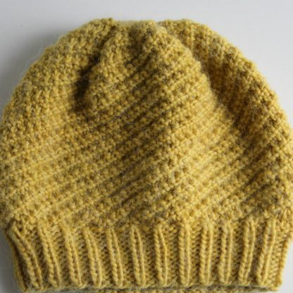 free pattern beanie hat handknitted in oblique rib
