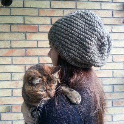 knit a slouchy beanie hat for teen-agers