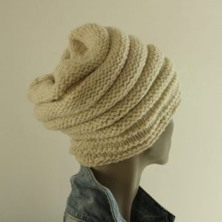 how to knit in the round a slouchy hat with organic ecru yarn from sheep Hampshire down